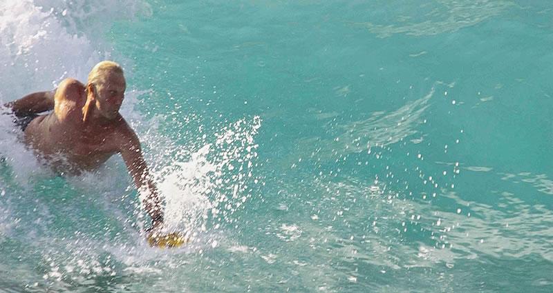 Bodysurfing-handplane-handboard-taylor's-mistake-handski-handsurf-handskisurf-bodysurfing-bodysurf-